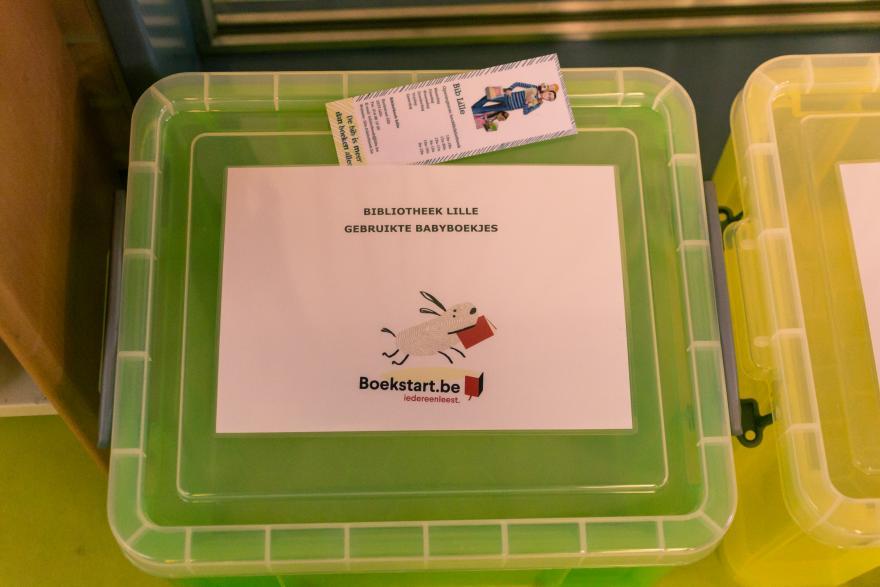 Boekstart-koffer om boekjes te onderhouden bib Lille